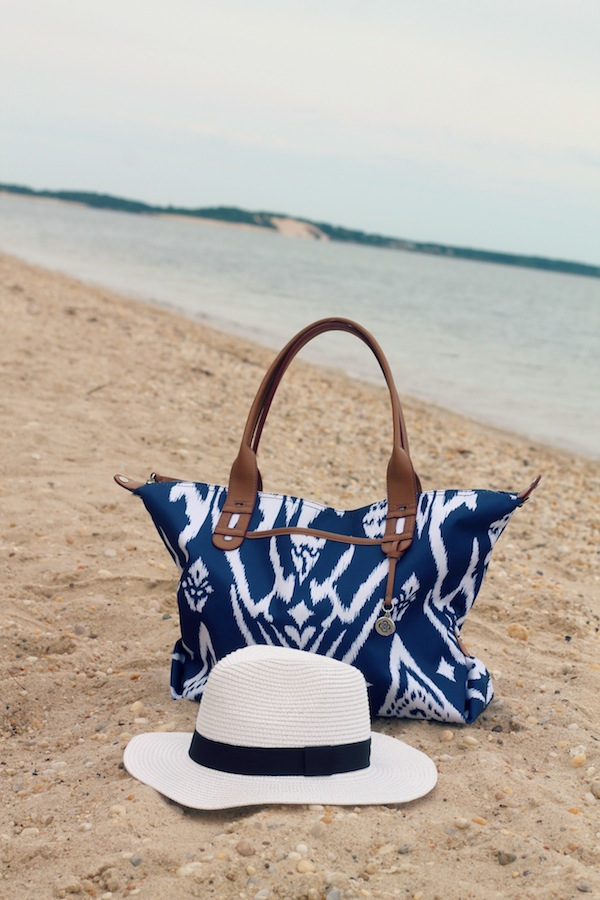 beach-bag-and-hat